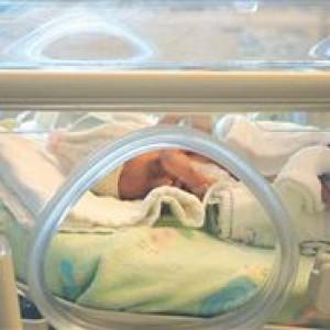 Отсроченное пережатие пуповины может оказать положительное влияние на недоношенных новорожденных
