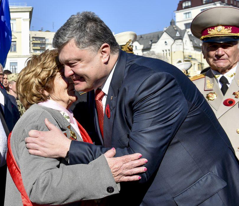 Петро Порошенко, медпросвіта