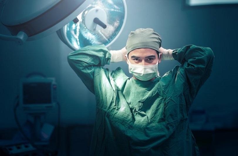 врач держиться за голову, медпросвіта