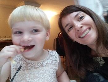 Елена Хацава со своей дочуркой