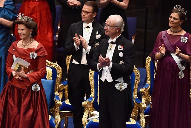 шведский король_нобелевская премия_медпросвіта