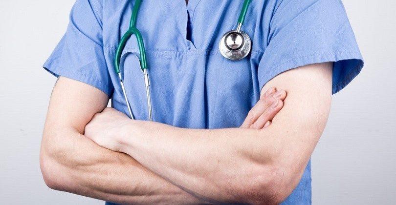 врач сложил руки на груди_медпросвита