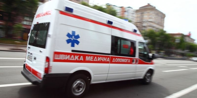 машина скорой помощи спешит на вызов_медпросвита