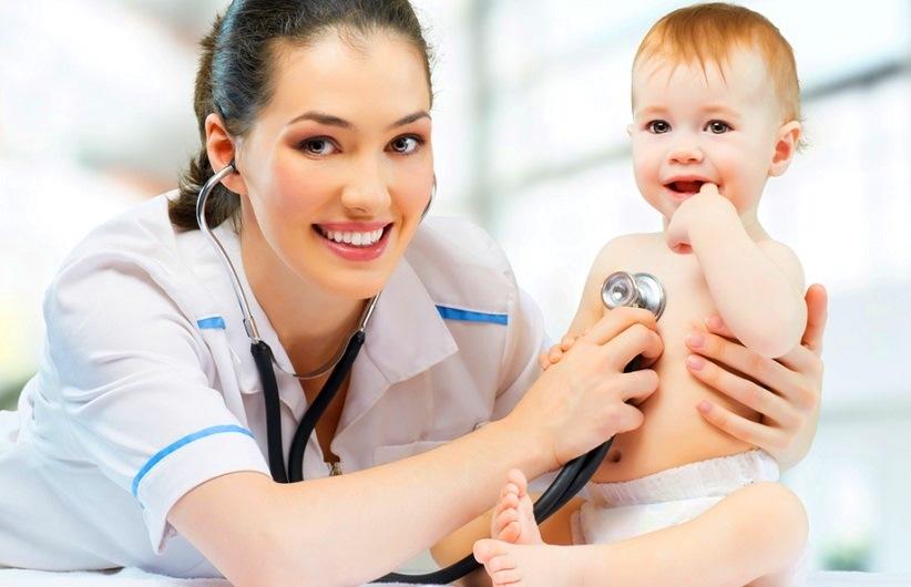 педиатр с ребенком, международный день педиатра, медпросвита