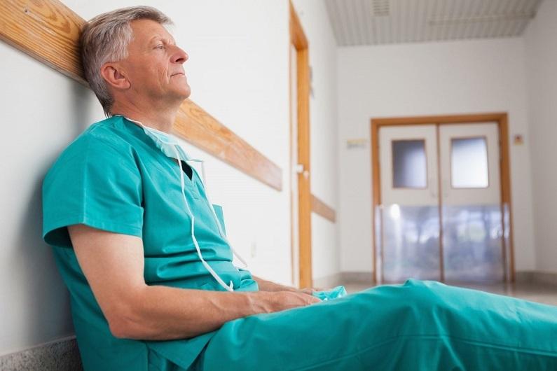 врач отдыхает после операции_медпросвита