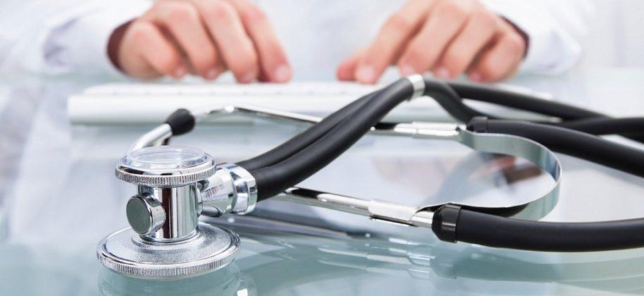 стетоскоп на столе у врача_медпросвита